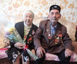 на фото: Султанов Аслям Акрамович с супругой