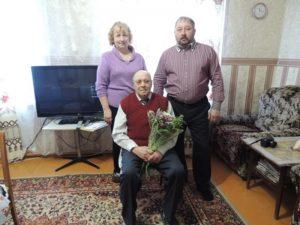 На фото: Слепов Кузьма Пантелеевич с сыном и дочерью