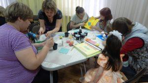Творческая мастерская Рисование цветной манкой