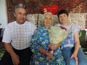 Ильясова З.Г. с сыном и снохой