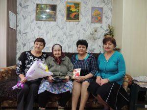 На фото: ветеран Великой Отечественной войны – Пузанкова Прасковья Захаровна (вторая слева).